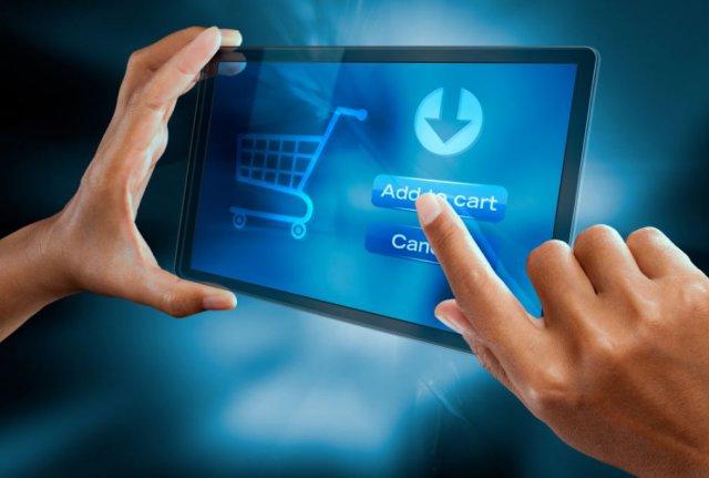 Gli italiani scoprono (finalmente) l'ecommerce: boom di acquisti da smartphone
