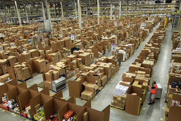 """L'AgCom diffida Amazon: """"È un operatore postale, deve applicare i contratti del settore"""""""