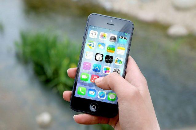 Hotel, compagnie aeree, operatori telefonici e banche: queste app ti spiano l'iPhone